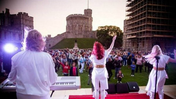 91-річна королева Єлизавета влаштувала ABBA-вечірку у Вінздорському замку