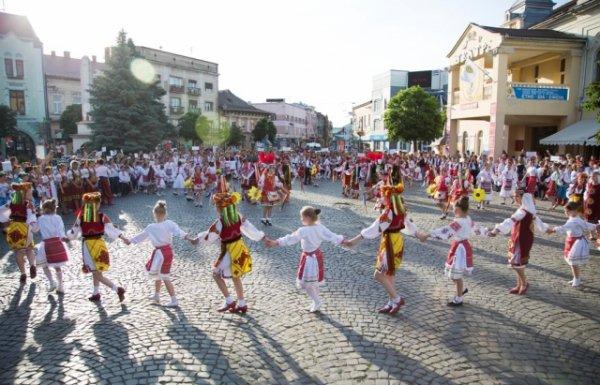 """Закарпатців запрошують на фестиваль народного мистецтва """"Смарагдові витоки"""""""