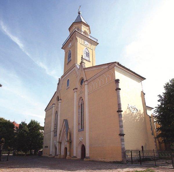 Римо-католицький костел у Берегові – перлина історичної спадщини Закарпаття